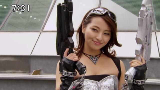 ¿Sexy más pistolas más traje ajustado? ¡La mujer de mis sueños!