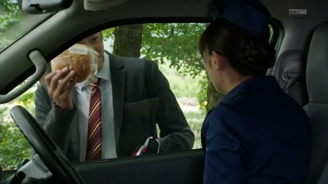 Día 25 viviendo de anpan: ¡Le aventé el anpan al vicecomandante en la cara!